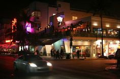 Nightlife in Miami Beach When the sun sets, Miami Beach is just waking up.