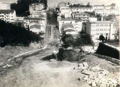 1958 - Rua Alves Guimarães, bairro de Pinheiros, sendo pavimentada.