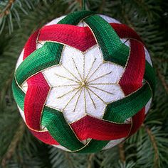 Temari - Christmas  Something I want to learn.  On the list it goes....to do someday!
