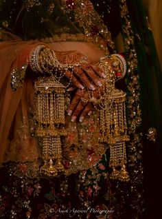 Jewelry OFF! An Elegant Chandigarh Wedding With A Unique Mehendi Outfit Mehendi Outfits, Indian Bridal Outfits, Indian Wedding Jewelry, Indian Jewelry, Desi Wedding, Wedding Looks, Wedding Hair, Bridal Hair, Bridal Bangles