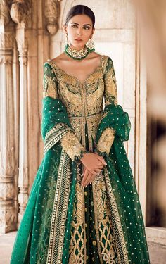 Emerald Green Mehendi Dress - New Ideas Indian Bridal Outfits, Pakistani Wedding Dresses, Pakistani Outfits, Desi Wedding Dresses, Asian Wedding Dress, Indian Reception Outfit, Emerald Green Wedding Dress, Indian Gowns, Indian Attire