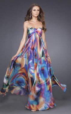 Sitter här och stressar upp lite nu.. Jag är den enda tjejen i min klass som inte har köpt balklänning än! :o så nu har jag suttit här i snart två timmar och kollat runt! Har hittat ett par favorit…