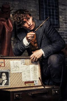 Scamander Costume Fantastic Beasts The Crimes of Grindelwald - Sellers in CosplayRR offer costumes with standard size and customized size.For standard size, selle - Harry Potter Universal, Harry Potter Fandom, Harry Potter World, Fantastic Beasts Movie, Fantastic Beasts And Where, Eddie Redmayne Fantastic Beasts, Film Fantastic, Harry Potter Timeline, Estilo Harry Potter
