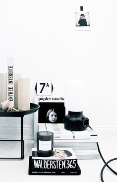 Interior Design -Attention to Detail (Styling by Josefin Haag) Home Interior, Interior Styling, Interior Architecture, Interior And Exterior, Interior Decorating, Table Office, Home Office, Black And White Interior, Black White