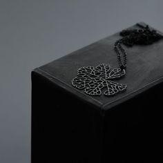 moorigin / Skeleton Leaf Pendant S Black