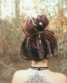 30 ways to make dreadlocks on short hair easyhairstyles promhairstyles synthetic dreads dreadlocks double ended mix dreads and braids natural copper to natural brown with accsesories girl with dreads wonderloks Hippie Dreads, Dreadlocks Girl, Dreadlock Rasta, Hippie Hair, Partial Dreads, Natural Dreads, Beautiful Dreadlocks, Dreads Styles, Synthetic Dreads