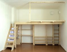 This DIY loft bed layout is very imagined by lots of people with distinct layouts that have the ability to show the impact that this is one of the most demanded by everyone including you, not Mezzanine Bedroom, Bedroom Loft, Bedroom Decor, Mezzanine Floor, Bedroom Shelving, Bedroom Ideas, Upstairs Bedroom, Attic Bathroom, Bedroom Wardrobe