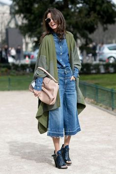 The Best Street Style Snaps From Paris Fashion Week Spring / Summer Paris Fashion Week street style inspiration: jean culottes plus a denim shirt and edgy sandals. Denim Fashion, Look Fashion, Trendy Fashion, Autumn Fashion, Fashion Outfits, Fashion Trends, Fashion Spring, Fashion 2015, Curvy Fashion