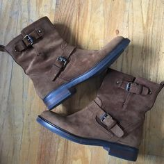 FINAL PRICE DROP! J. Crew Brown Suede Ankle Boot Great preloved condition. Suede is in good condition, has very minor spots. Insoles show signs of wear (photoed, please ask questions). Perfect all year around! No trade or offline transactions! J. Crew Shoes Ankle Boots & Booties