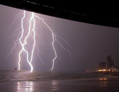 The storm, plus cruise, ship off the coast of Vlissingen, the Netherlands (©Francis Schaefers and Daniel Burger)