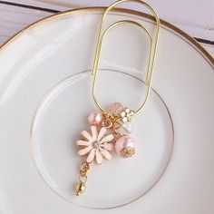 Wide paper clip yellow gold pink enamel daisy flower charm with beads pearls TN planner bead dangle Paperclip Crafts, Earrings Handmade, Handmade Jewelry, Paper Clip Art, Do It Yourself Organization, Owl Earrings, Pink Daisy, Scrapbooking, Gold Paper