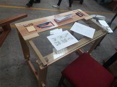Hipatia desk. Diseñado con ensamble japones.  Diseñador: Leonardo Cortes