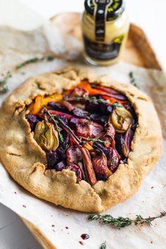 Roasted Vegetable Galette (vegan) - NattEats - New Ideas Vegan Vegetarian, Vegetarian Recipes, Healthy Recipes, Healthy Finger Foods, Vegan Pie, Healthy Nutrition, Easy Recipes, Healthy Eating, Galette Vegan
