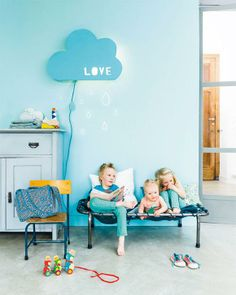 The whole family will love this DIY cloud lamp!