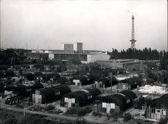 """1950 Messegaelende mit den """"Nissenhuetten""""(Unterkunft fuer Ausgebombten)"""