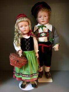 Gretchen K&R 114 49 cm, Hans K&R 114 57 cm, original antique Outfit