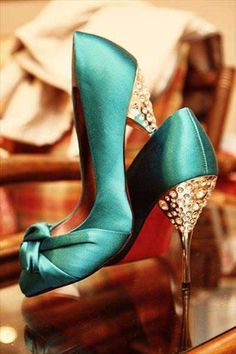 Gorgeous aqua blue wedding shoes!