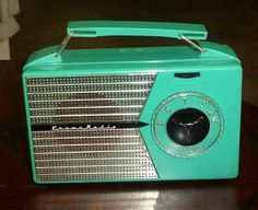 RARE Crown Radio Turquoise Tube Portable Radio from Japan Radio Record Player, Record Players, Radio Design, Radios, Television Set, Victorian Bathroom, Radio Wave, Transistor Radio, Christmas Figurines
