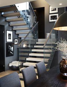 """Designtrapp med stålvanger """"Rough Steel"""", glassrekkverk og eikerinn.   Designstair w/ Rough Steel strings, glass railing and oak steps."""