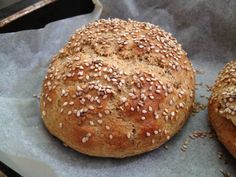 Whole grain hamburgerbuci Healthy Baking, Healthy Recipes, Canapes, How To Make Bread, Bread Baking, Hamburger, Bakery, Paleo, Food And Drink
