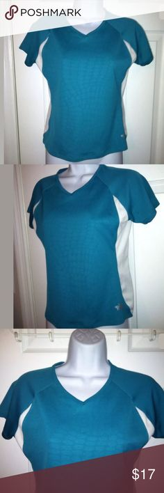 """THE NORTH FACE Flight Series Tee Shirt Top Teal This is an awesome women's THE NORTH FACE Athletic shirt. It is a """"Flight Series Vapor Wick"""" shirt with a vneck style and is teal & white. It has only been worn a couple of times. In excellent condition!   Size: small Chest: 17/34""""  Total length: 22""""  100% polyester The North Face Tops Tees - Short Sleeve"""