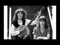 ▶ Kate & Anna McGarrigle - The Swimming Song - YouTube