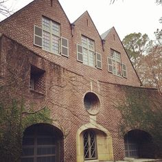 Limestone & Boxwoods - Instagram (@limestonebox) - A Bill Ingram designed house in the Brookhaven neighborhood of Atlanta.