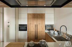 Кухня.Барная столешница из бетона, мастерская BetonStone. Барные стулья, Shake.