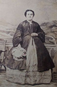 VICTORIAN LADY CDV PHOTO  CIVIL WAR ERA WOMAN COAT HOLDING HAT PREGNANT?