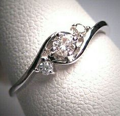 Such a gorgeous ring.. vintage 1950's style I think? If my future husband ever sees this I will be extremely happy. Just saying.