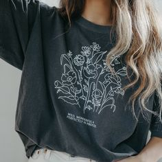 Oversized Graphic Tee, Cute Graphic Tees, Vintage Graphic Tees, Big T Shirts, Trendy T Shirts, Cute Summer Shirts, Vintage Shirts, Womens Vintage Tees, Graphic Tee Outfits