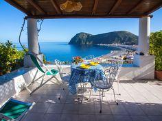 Ferienwohnung auf der Insel Lipari mit fantastischem Meerblick in absolut ruhiger Lage. Durch Entspannung und Bewegungden perfekten Urlaub in Sizilien erleben.