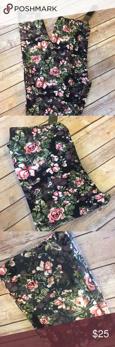 {Plus} 0X-2X Gorgeous Floral leggings Gorgeous floral leggings. Super soft fabric like lularoe leggings. They come in original packaging and you'll want to wear them every day! One size fits all plus size (0X-2X) & they're very stretchy!!! Pants Leggings