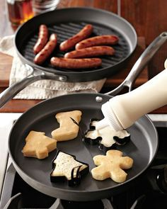 use cookie cutters to make pancakes...more Christmas breakfast ideas