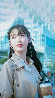 ( *`ω´) ιf you dᎾℕ't lιkє Ꮗhat you sєє❤, plєᎯsє bє kιnd Ꭿℕd just movє ᎯlᎾng. Cute Korean Girl, Asian Girl, Korean Beauty, Asian Beauty, Iu Hair, Art Anime, Iu Fashion, Korean Artist, Korean Celebrities