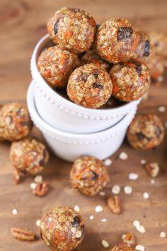 Carrot Cake Energy Bites Recipe @akitchenaddict #granola #snacks #healthy #cinnamon #honey #carrotcake