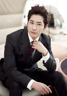 Actor Kang Ji-hwan has been chosen as a hotel model which any Hallyu star would dream of. Kang Ji-hwan will be the representing face of Lotte Hotel for the next year and will participate in various Hallyu events. Korean Star, Korean Men, Sun Lee, Most Handsome Korean Actors, Korean Haircut, Afro, Hallyu Star, Kdrama Actors, Korean Entertainment