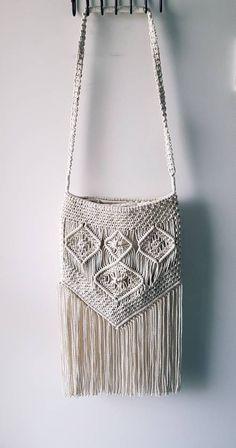 Items similar to Macrame Bag on Etsy Macrame Colar, Macrame Purse, Etsy Macrame, Armband Diy, Crochet Shell Stitch, Macrame Design, Diy Purse, Macrame Projects, Macrame Tutorial