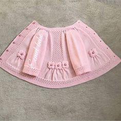 Brazilian Crochet And Handicraft Baby Cardigan Knitting Pattern Free, Baby Sweater Patterns, Baby Hats Knitting, Baby Knitting Patterns, Baby Outfits, Baby Pullover Muster, Vestidos Bebe Crochet, Baby Girl Patterns, Baby Girl Sweaters