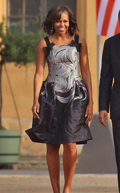 Barack and Michelle Obama was at a dinner in his honor held at Orangerie of Schloss Charlottenburg in Berlin June First Lady dressed in a swirl-patterned Carolina Herrera Michelle Obama Fashion, Michelle And Barack Obama, Malia Obama, Black Is Beautiful, Beautiful People, Beautiful Family, Barack Obama Family, Carolina Herrera Dresses, American First Ladies