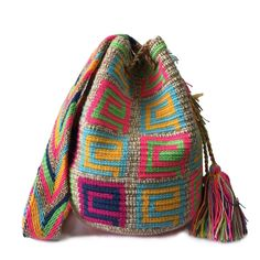 These double thread small mochila bag are perfect for carrying around a few items such as your phone, wallet and a few other necessities. Tapestry Bag, Tapestry Crochet, Gifts For Young Women, Knitted Hats, Crocheted Bags, Little Gifts, Cute Gifts, Vivid Colors, Bucket Bag