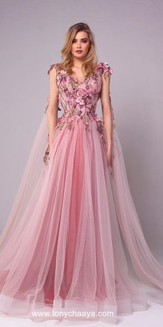 18 Pink Wedding Dresses You Like Immediatly Are you tired from classic white wedding dresses? We just make for you a fresh list of most charming pink wedding dresses. Fashion Vestidos, Fashion Dresses, 80s Fashion, Fashion Trends, Girls Dresses, Prom Dresses, Formal Dresses, Bridesmaid Dresses, Pink Wedding Dresses