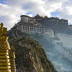 Potala Palace, Lahsa, Tibet -  A place that I must have a go in my life..