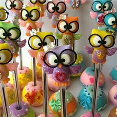 Buhitos en biromes. Clay Pen, Fimo Clay, Polymer Clay Crafts, Polymer Clay Creations, Cute Crafts, Crafts For Kids, Baby Shower Vintage, Pencil Toppers, Pasta Flexible