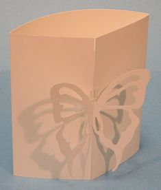 Tarjeta con cierre mariposa. Tutorial con plantilla.