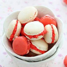 มาการองไส้ครีมสตอเบอร์รี่ - Strawberry and Cream French Macarons
