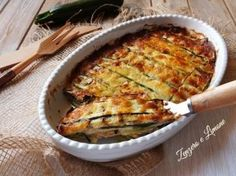 parmigiana di zucchine - Raw Food Recipes, Meat Recipes, Cooking Recipes, Veg Dishes, Sicilian Recipes, Healthy Cooking, Family Meals, Food Inspiration, Spaghetti