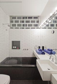Bathroom by Filipe Ramos Design  Apartment situated at the top of Edifício Três Marias at the corner of Av. Paulista and R. Haddock Lobo at Jardins neighbourhood in São Paulo, Brazil.