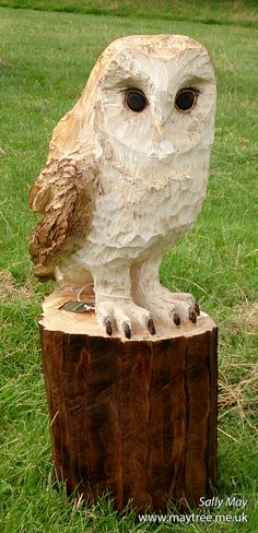 Barn owl chainsaw carving by Sally May . Barn owl chainsaw carving by Sally May Chainsaw Wood Carving, Wood Carving Art, Wood Art, Wood Carvings, Whittling Wood, Wood Owls, Tree Carving, Wood Stone, Wood Crafts