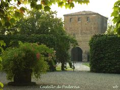Castello di Paderna.II Castello di Paderna , immerso nella campagna del comune di Pontenure, risale molto probabilmente a prima dell'anno 1000 ma è solo con il 1163 che, mediante un atto , ne attesta la sua esistenza di proprietà del monastero di San Savino in Piacenza (cit.Camperarcobaleno)